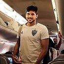 Igor Rabello, zagueiro do Atlético-MG, no avião
