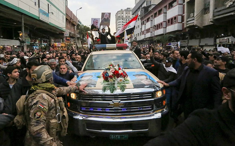 Multidão acompanha funeral de general iraniano morto em ataque dos EUA