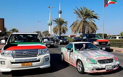 Kuwaitianos comemoram o 58º dia da independência do país e o 28º aniversário do fim da guerra do Golfo, com a libertação do Kuwait da ocupação iraquiana.