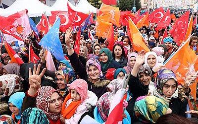 Comício de campanha do atual presidente da Turquia Recep Tayyip Erdogan no distrito de Pursaklar, em Ancara. As eleições na capital da Turquia e nas 81 províncias do país estão previstas para 31 de março de 2019.