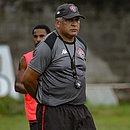 Agnaldo Liz é treinador do time de aspirantes do Vitória