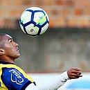 Nino Paraíba treina com bola no Fazendão
