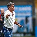 Renato Gaúcho comandou o Grêmio no Gre-Nal do último sábado (3)