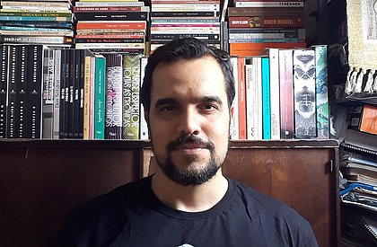 Emmanuel Mirdad é autor de 4 livros de contos e poesias
