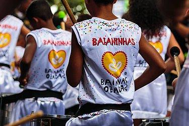 Ala infantil 'Os Baianinhas' reúne filhos de membros e seguidores do bloco