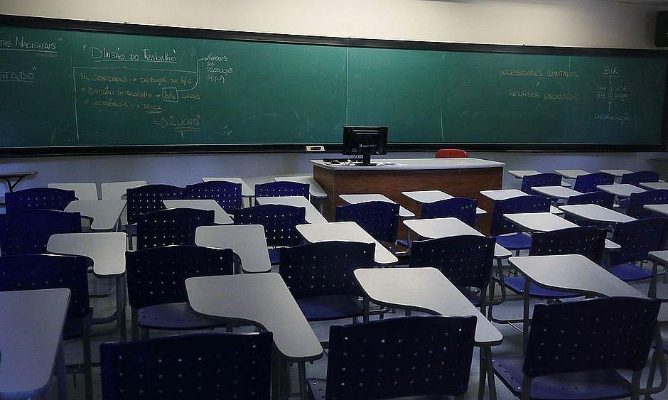 Escolas e praias permanecerão fechadas: 'Sentaremos para analisar', diz ACM Neto