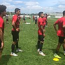 Jogadores do Vitória treinam no CT do Coritiba, em Curitiba