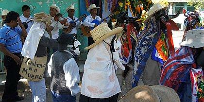 A exposição retrata hábitos dos mexicanos durante a festa