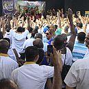Rodoviários votam por greve a partir da meia noite