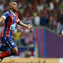 Nino Paraíba comemora gol marcado sobre o Londrina