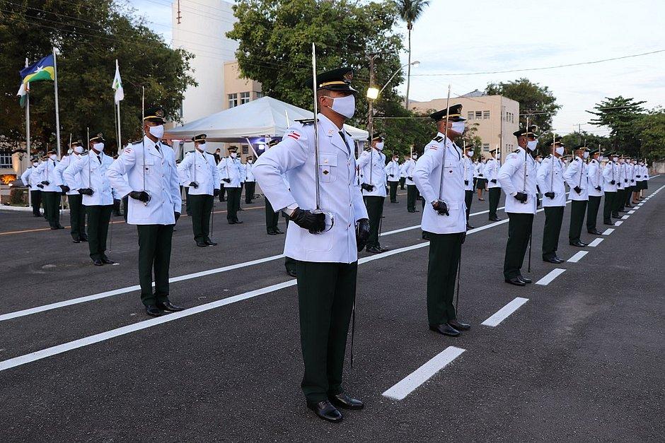 Polícia Militar da Bahia forma 89 aspirantes-a-oficial