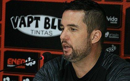 Osmar Loss, técnico do Vitória