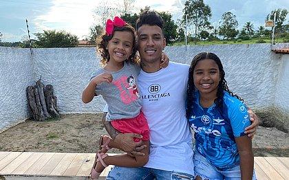 Baiano, Vander aproveita as férias ao lado das filhas Júlia, de 4 anos, e Ana Luísa, 10