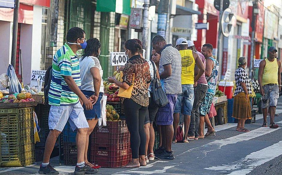 Bairros com restrição poderão ter comércio aberto das 10h às 16h, diz Neto