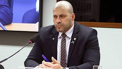 Deputado Daniel Silveira é mantido preso após audiência de custódia