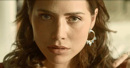 Segundo Sol: Rosa trai Valentim e entrega Luzia a Laureta