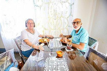 Graça Azevedo almoçava caruru completo no restaurante Dona Mariquita com o marido