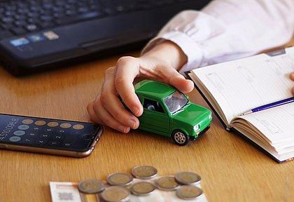O carro zero-quilômetro mais barato do Brasil custa R$ 41.590, porém não tem ar-condicionado e nem direção com assistência elétrica ou hidráulica