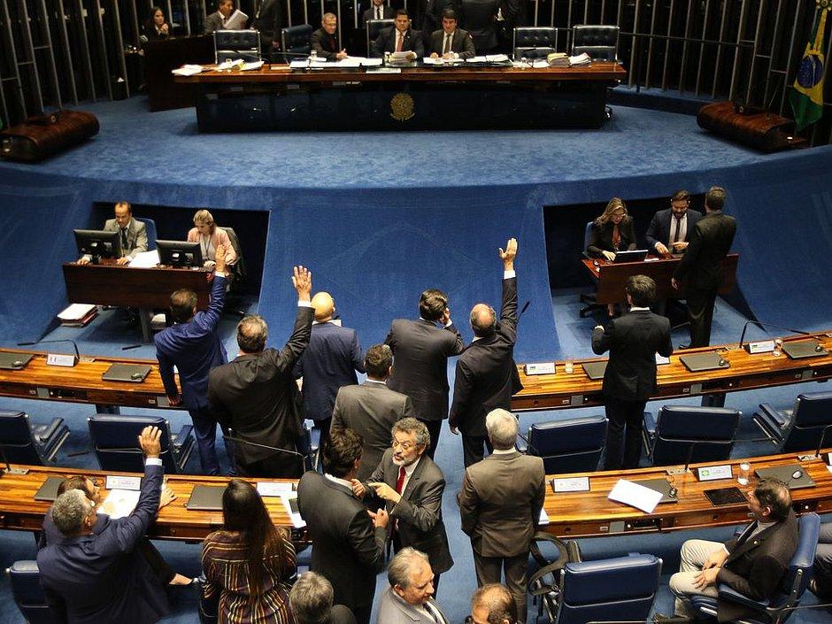 Governo se ampara no Senado para manter vetos