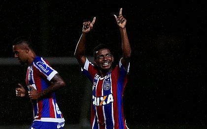Fabrício comemora primeiro gol tricolor