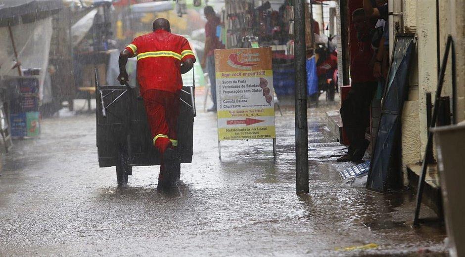 Chuva intensa atinge Salvador nesta quarta-feira (22); previsão de trovoada