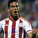 Aos 37 anos, Santa Cruz voltou a ser chamado para a Seleção do Paraguai