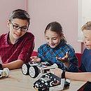Quando inseridos na cultura de construir projetos com as próprias mãos, as crianças exercitam a criatividade e habilidades psicomotoras e socioemocionais