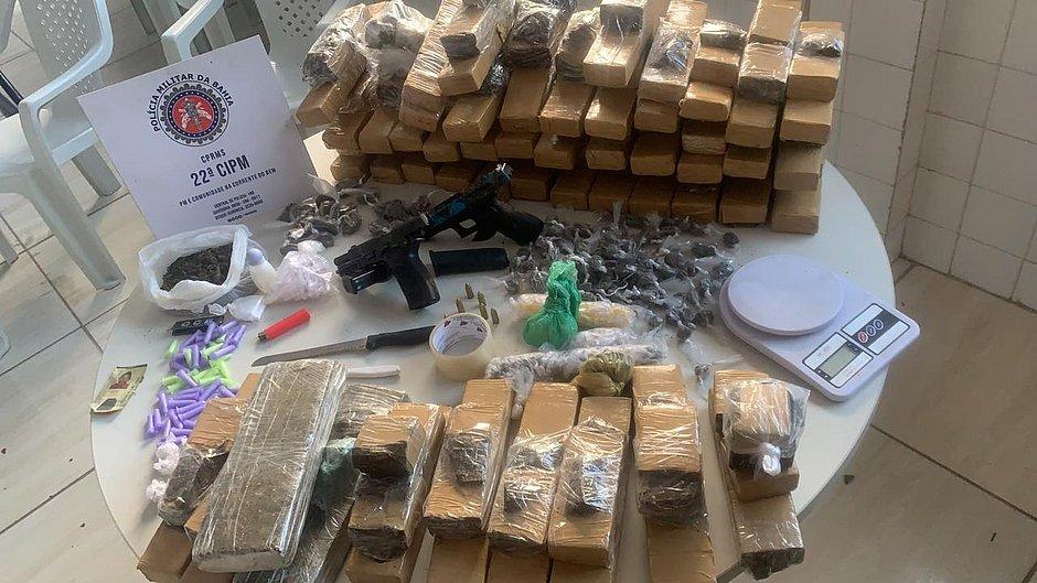 Polícia apreende 50kg de drogas e dois morrem em Simões Filho