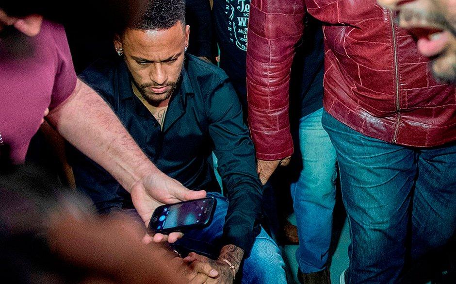 Neymar depõe no Rio sobre caso de imagens vazadas de modelo