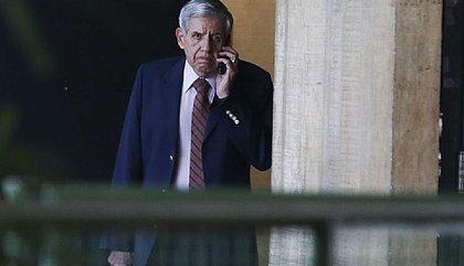 Apreensão do celular de Bolsonaro pode gerar 'consequências imprevisíveis', diz Heleno
