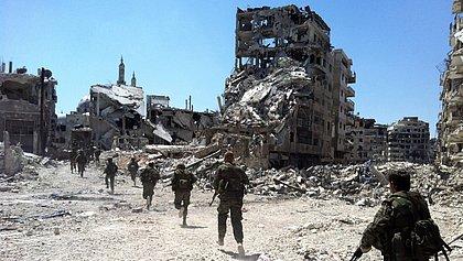 Suposto bombardeio da coalizão internacional mata 25 civis na Síria