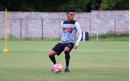 Uma das apostas do Vitória contra o Jacuipense, Léo Gomes vai estrear na temporada
