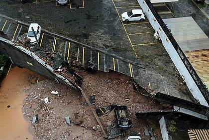 No Imbuí, muro de condomínio desabou a atingiu dois carros