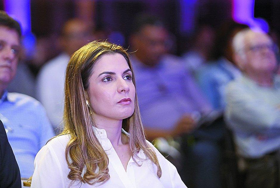Renata Correia celebra aniversário e recebe homenagem do irmão, ACM Neto