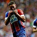 Arthur Caíke comemora o gol que abriu o triunfo tricolor na Fonte Nova