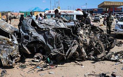 Carro-bomba deixa dezenas de mortos e feridos na capital da Somália