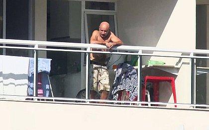Fica em casa: Gilmar Mendes mantém prisão domiciliar de Queiroz e esposa