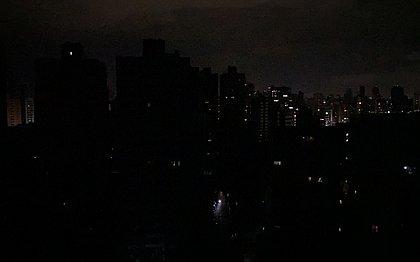 Apagão em Salvador? Parte da cidade fica sem luz na noite de sábado (25)