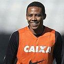 Elias vai se juntar ao elenco tricolor em Curitiba