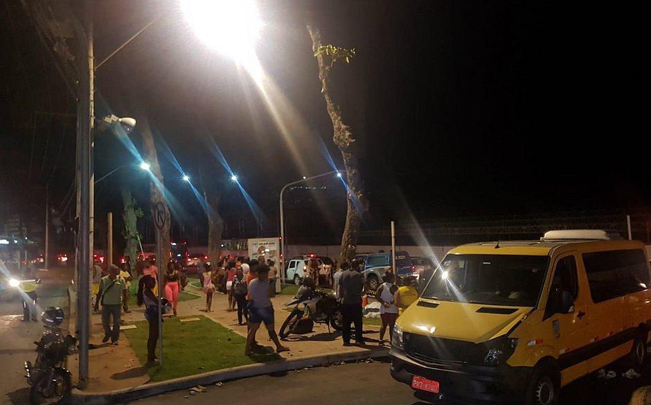 Em acidente com van, motociclista se choca contra árvore e morre em Ondina