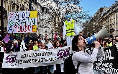 """""""Dia de greves"""" convocadas pelos sindicatos dos trabalhadores franceses para exigir mais poder de compra e defender os serviços públicos, em Paris."""