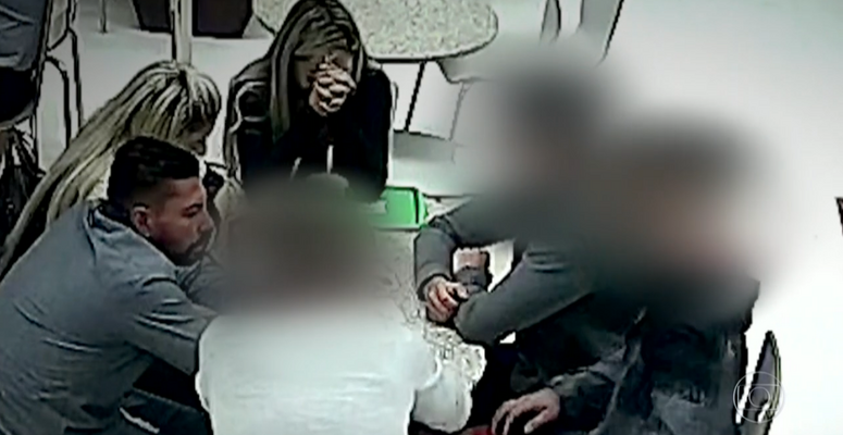 https://www.correio24horas.com.br/noticia/nid/camera-de-shopping-flagrou-conversa-de-empresario-que-matou-jogador-e-testemunhas/