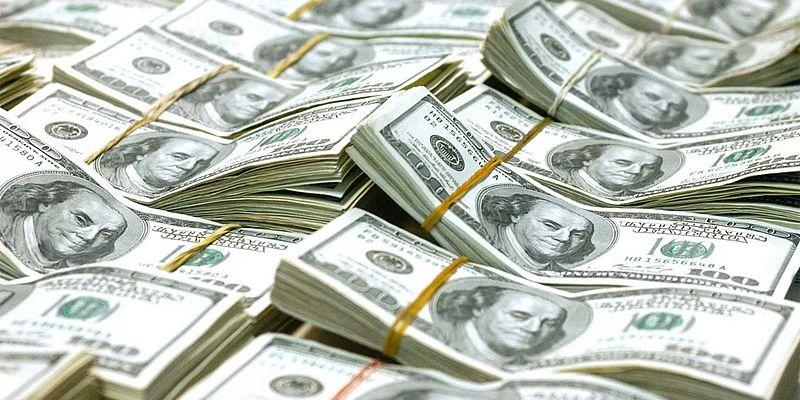 Dólar cai antes de Ibope, após superávit comercial chinês e varejo nos EUA