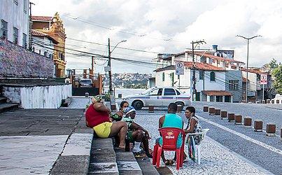 Moradores se reuniram ao lado da Igreja do Bonfim.