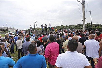 Motoristas de aplicativo fazem protesto no CAB; grupo segue para Itapuã