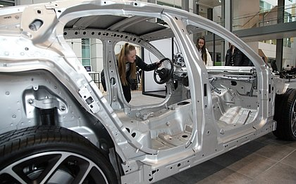 As novas tecnologias estão sendo testadas no Jaguar Land Rover , que será completamente elétrico