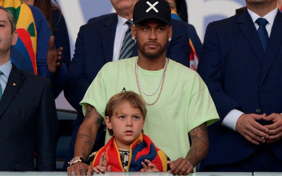 Neymar e o filho acompanharam a final da Copa América no Maracanã