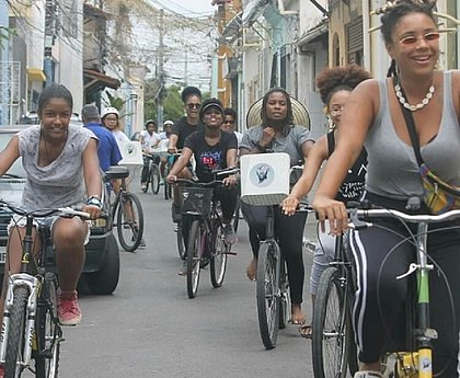 Bike preta: coletivo de mulheres negras cria centro cultural que ensina até mecânica