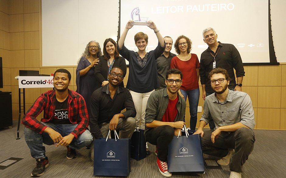 Equipe vencedora da 1ª edição com o projeto Leitor Pauteiro