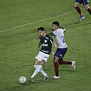 Gregore marcando Diogo Barbosa, do Palmeiras; volante tricolor recebeu terceiro cartão amarelo